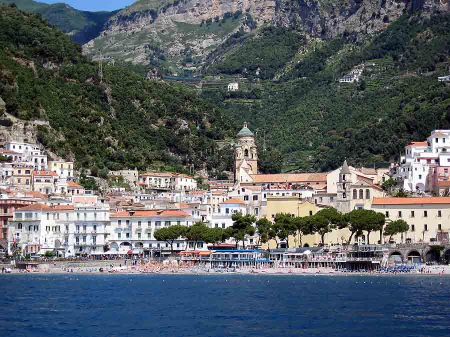 Amalfi - Blick auf die Stadt vom Meer