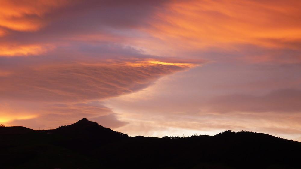 Amanece en el monte Dobra ( Torrelavega)