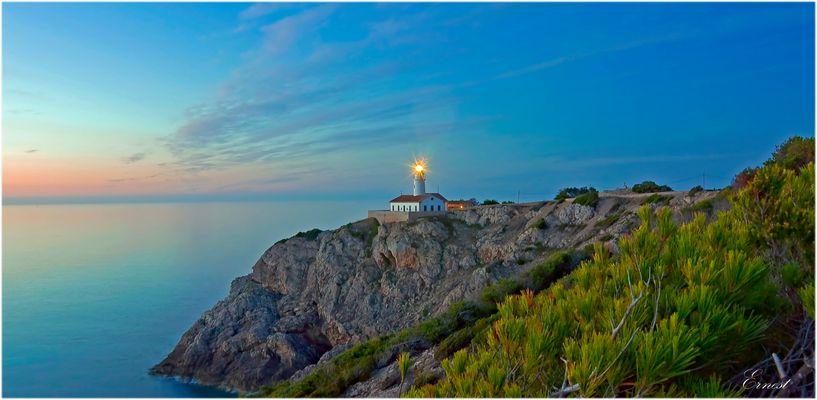 Amanecer Faro de Capdepera..............................Mallorca.