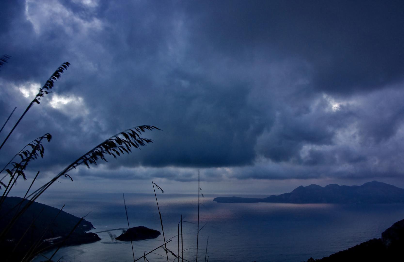 Amanecer tormentoso (Dedicada a Montse Trilla y MIQ)