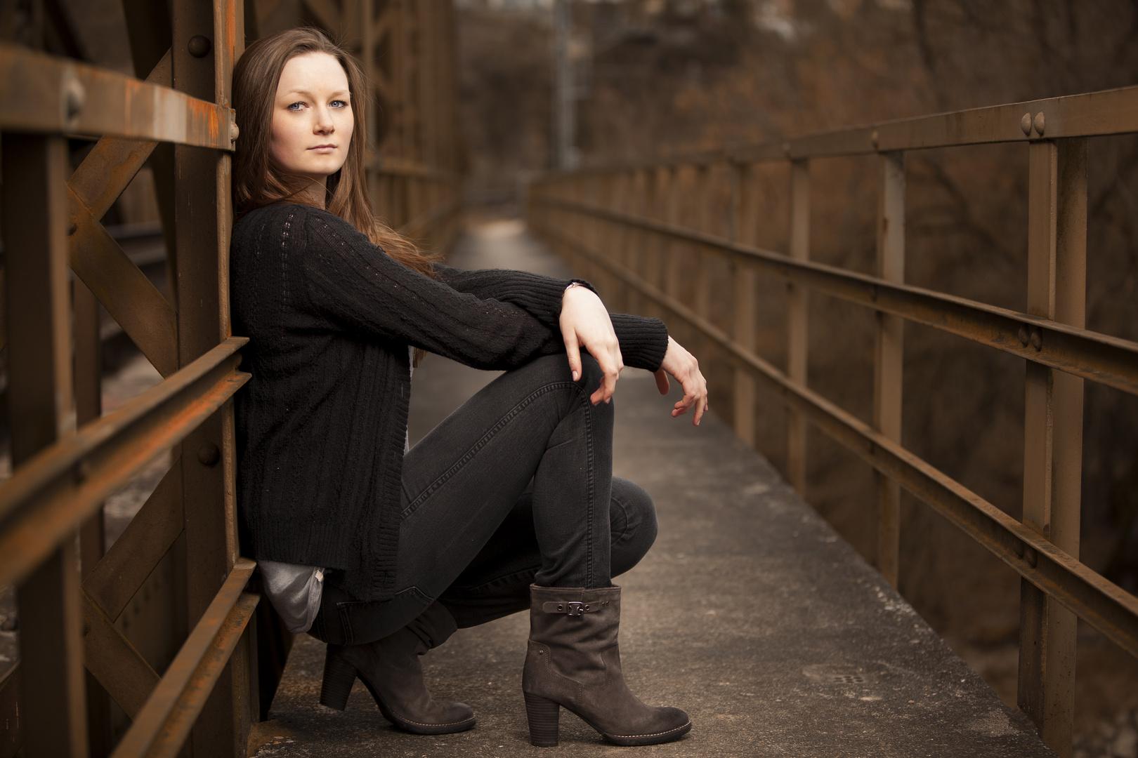 Amelie auf der Brücke . . .