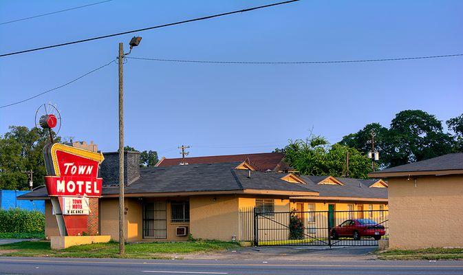 Americana: Town Motel