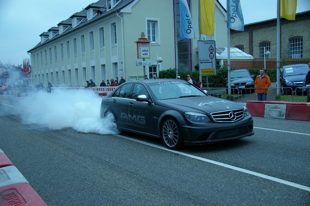 AMG C63 Start mit Burnout