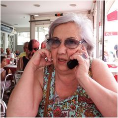 Amico indispensabile, il telefonino :-))..Old generation at table .-))