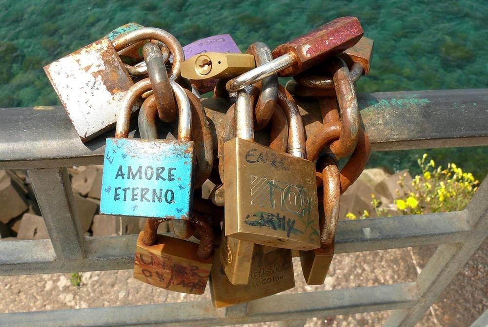 """Amore Eterno ... Liebesschlösser: """"Für immer verbunden"""""""