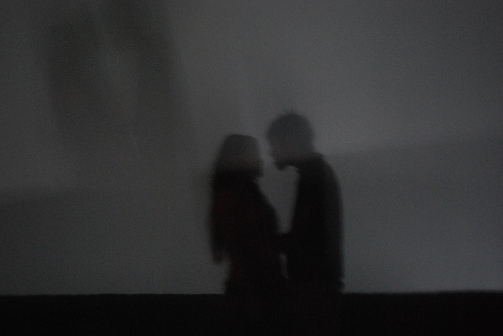 amoureux dans le brouillard de la nuit