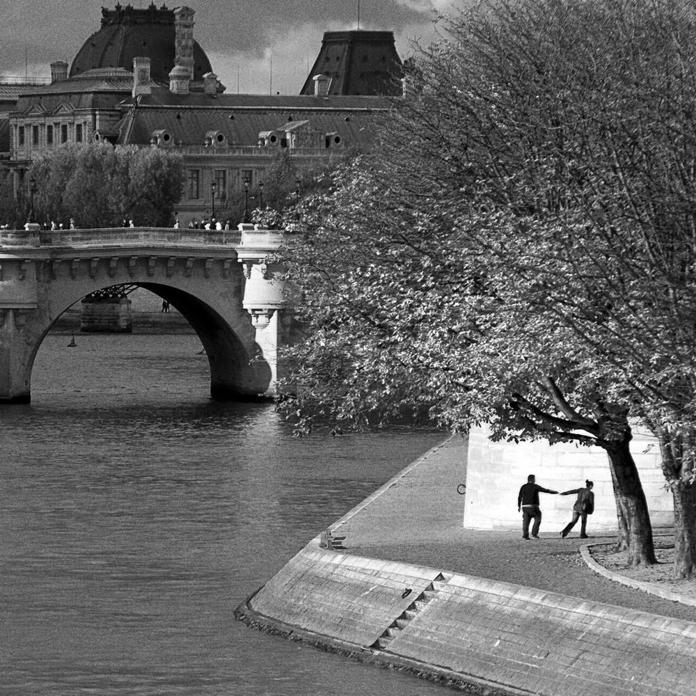 Amoureux sur les quais de la Seine