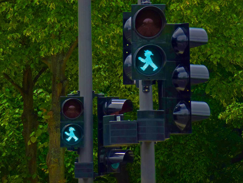 Ampelmännchen geben den Weg frei, ab ins Grüne !