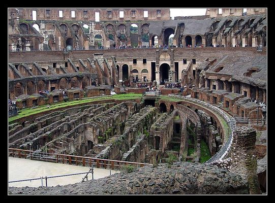 Amphitheater in Rom . . .
