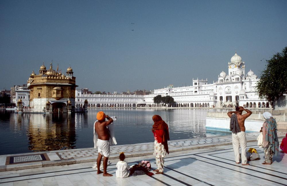 [ … Amritsar - the golden Temple ]