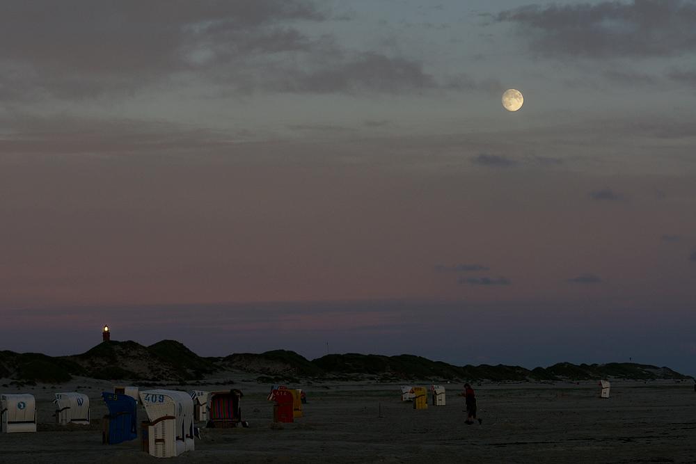 Amrumer Sonnenuntergang im Mondschein