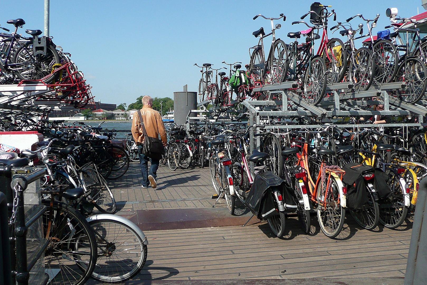 amsterdam und seine fahrr der parkplatznot foto bild. Black Bedroom Furniture Sets. Home Design Ideas