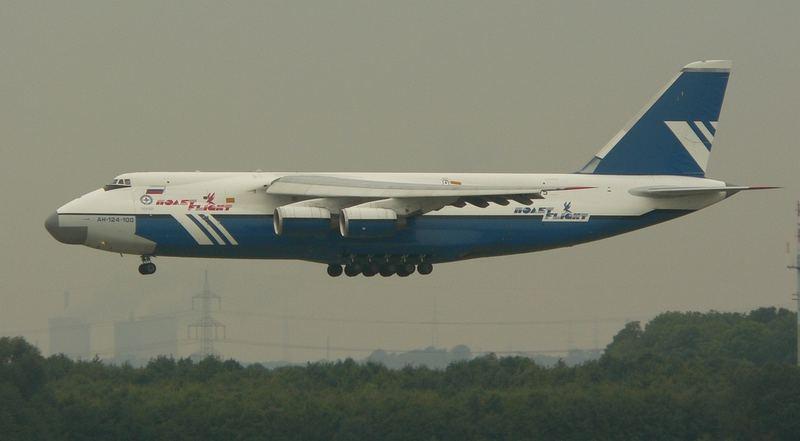 AN-124-100 von POLET, Reg.RA-82075