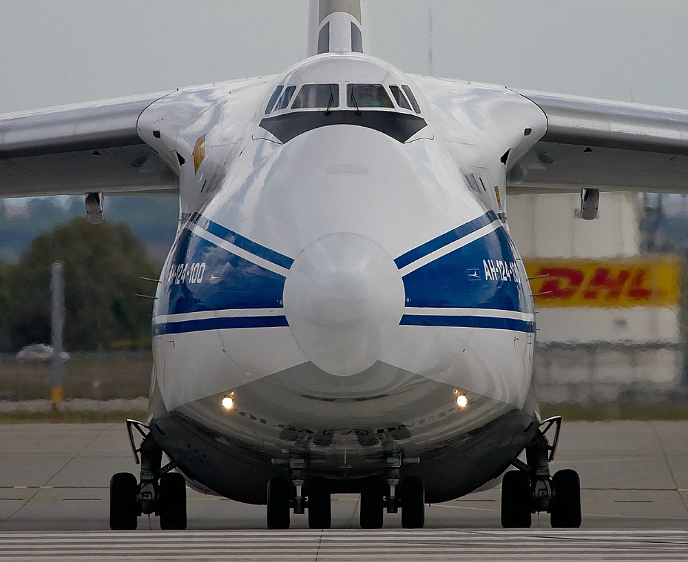 AN-124 kurz vor dem Start
