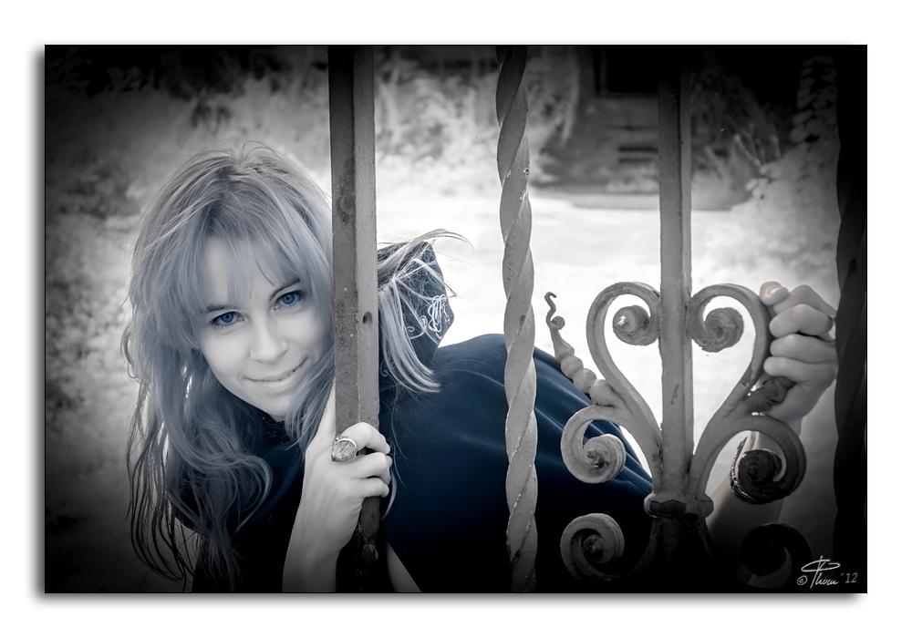an angel - prisoner of love