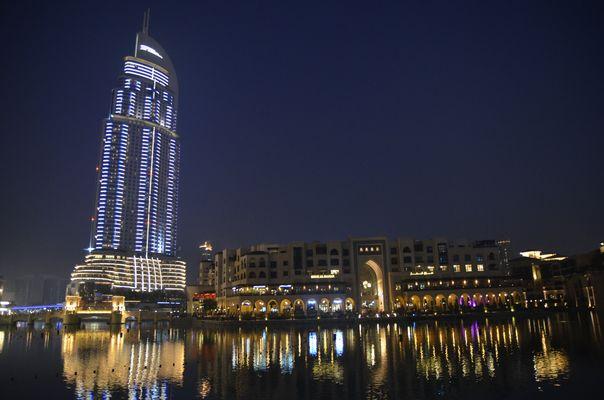 An der Dubai Mall 2
