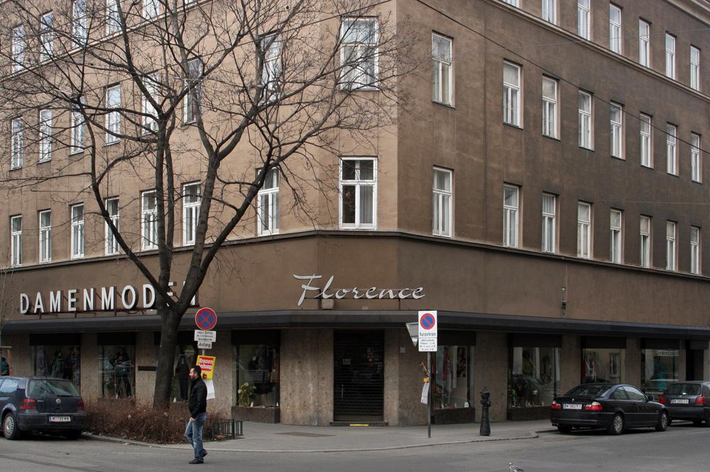 An der Ecke Quellenstraße / Senefeldergasse in Wien-Favoriten