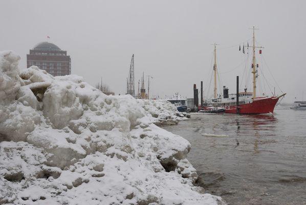 An der Elbe im Winter