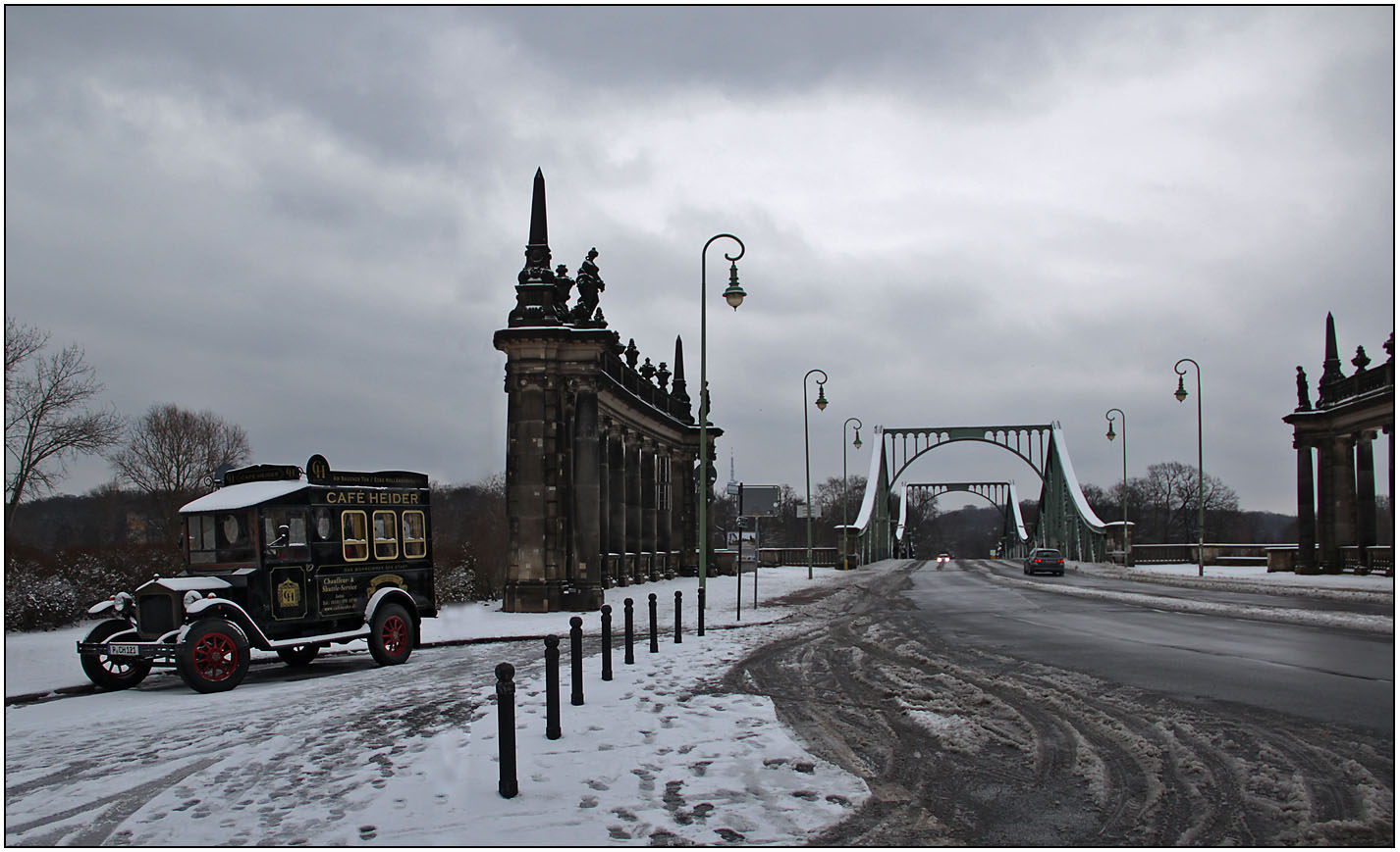 An der Glienicker Brücke.
