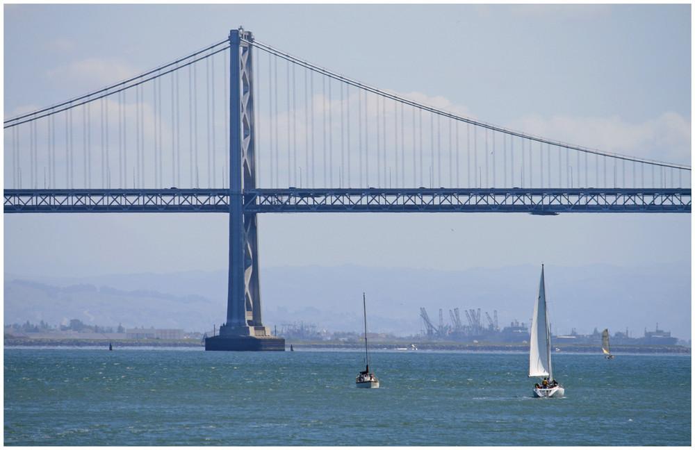 an der Oakland Bay Bridge