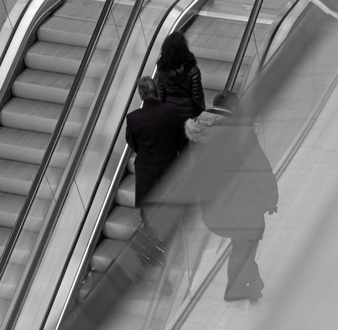 An der Rolltreppe im Europacenter