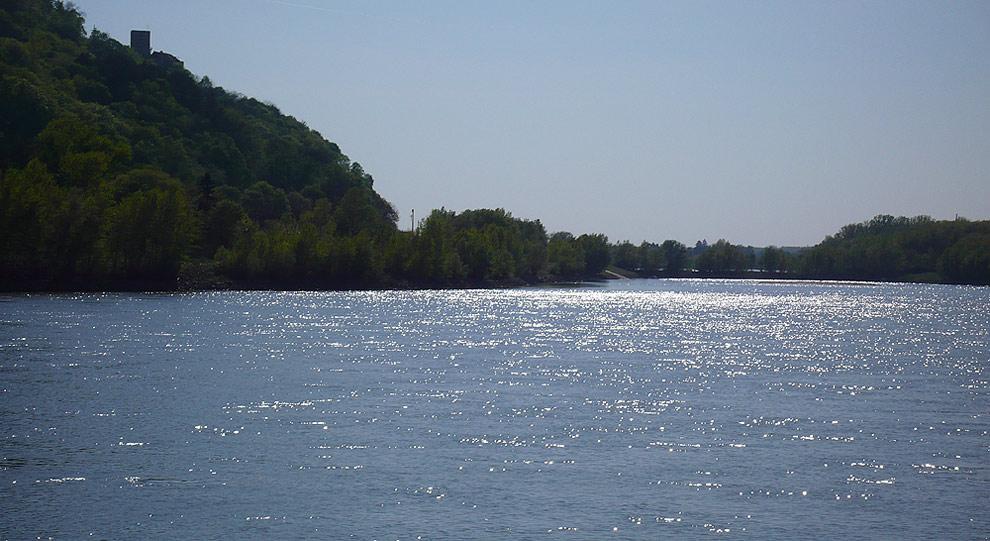 """. . """"An der schönen, blauen Donau"""" . ."""