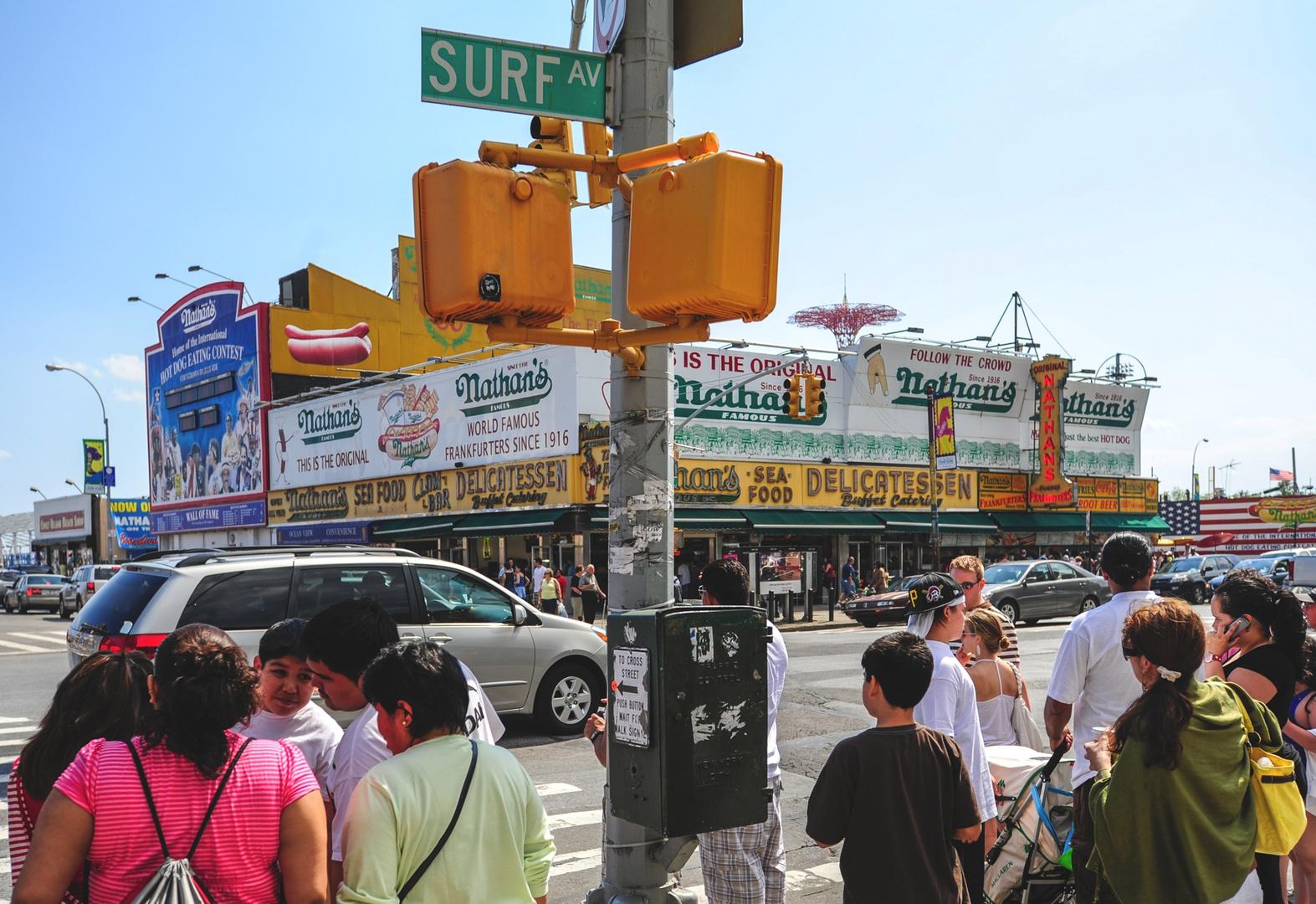 an der Surf Avenue in Coney Island