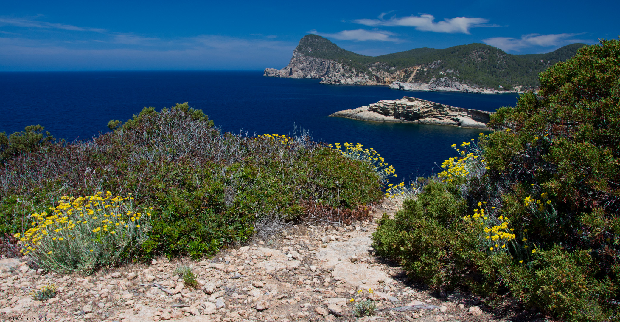 An der Westküste von Ibiza, nördlich von Sant Antoni de Portmany
