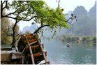 An einem Nebenfluß des Li Jiang nahe Guilin ...