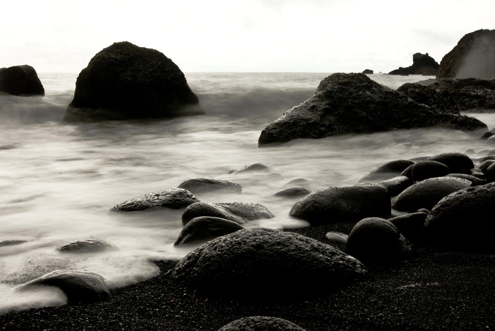 an ode to black beach