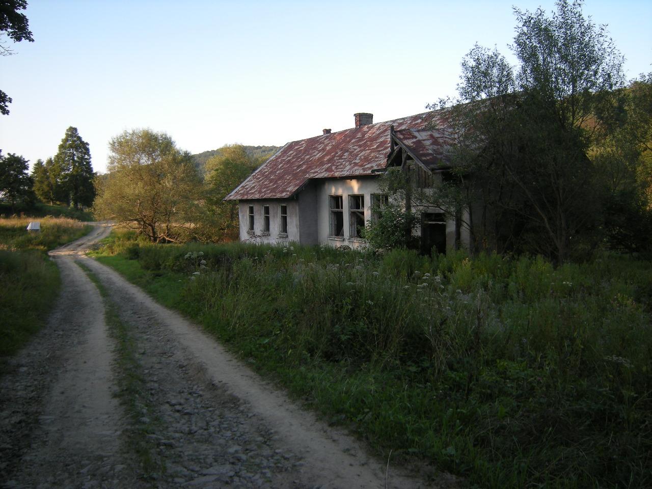 An old school in Nieznajowa Valley