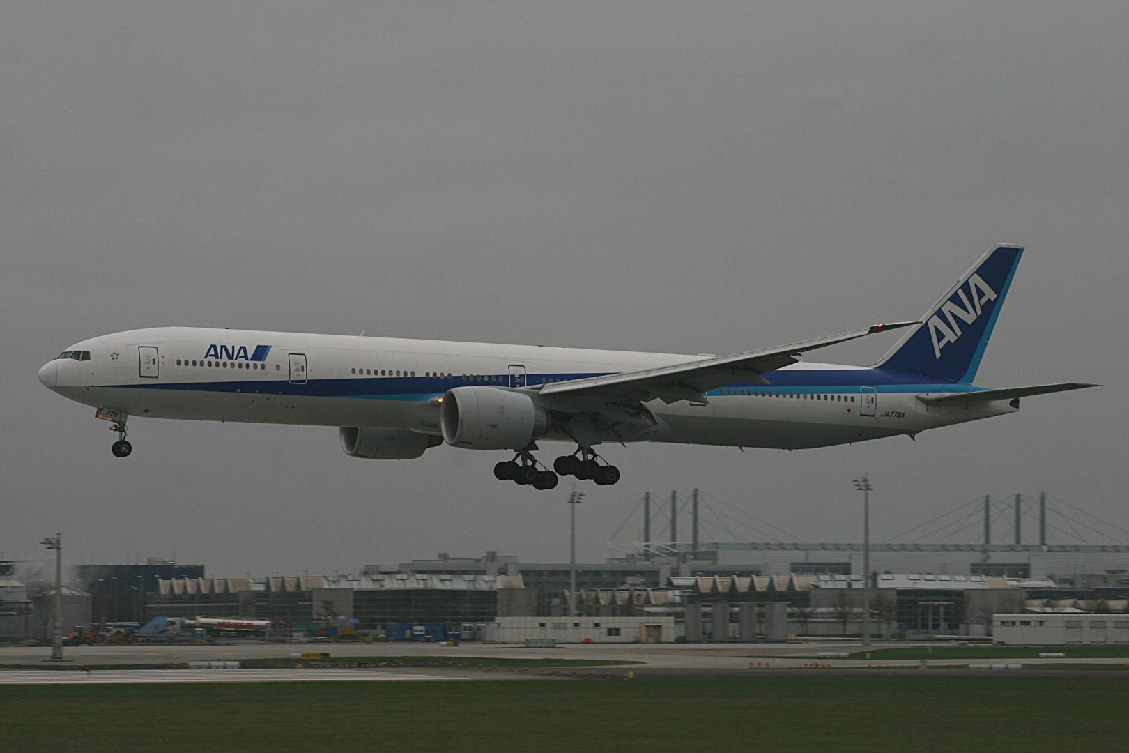 ANA Boeing 777-381/ER