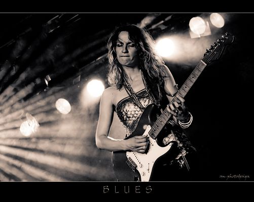 Ana Popovic - playing Blues