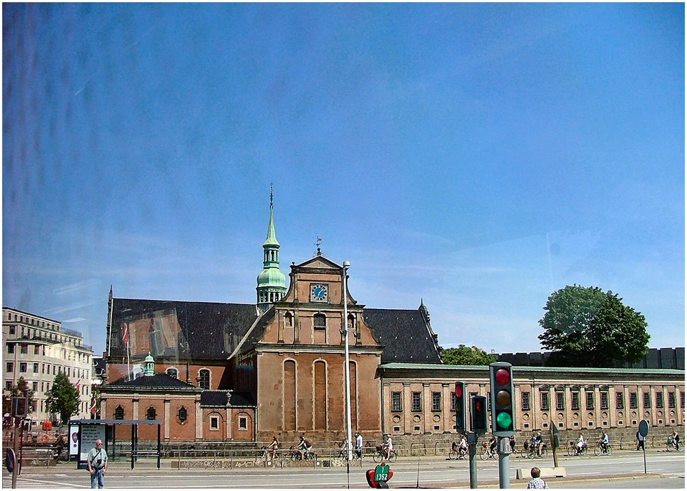 ancora Copegnaga scattata dal bus....Holmens Kirke
