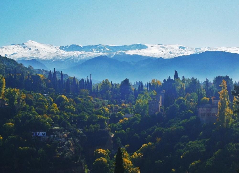 Andalusien - Blick von Granada auf Sierra Nevada