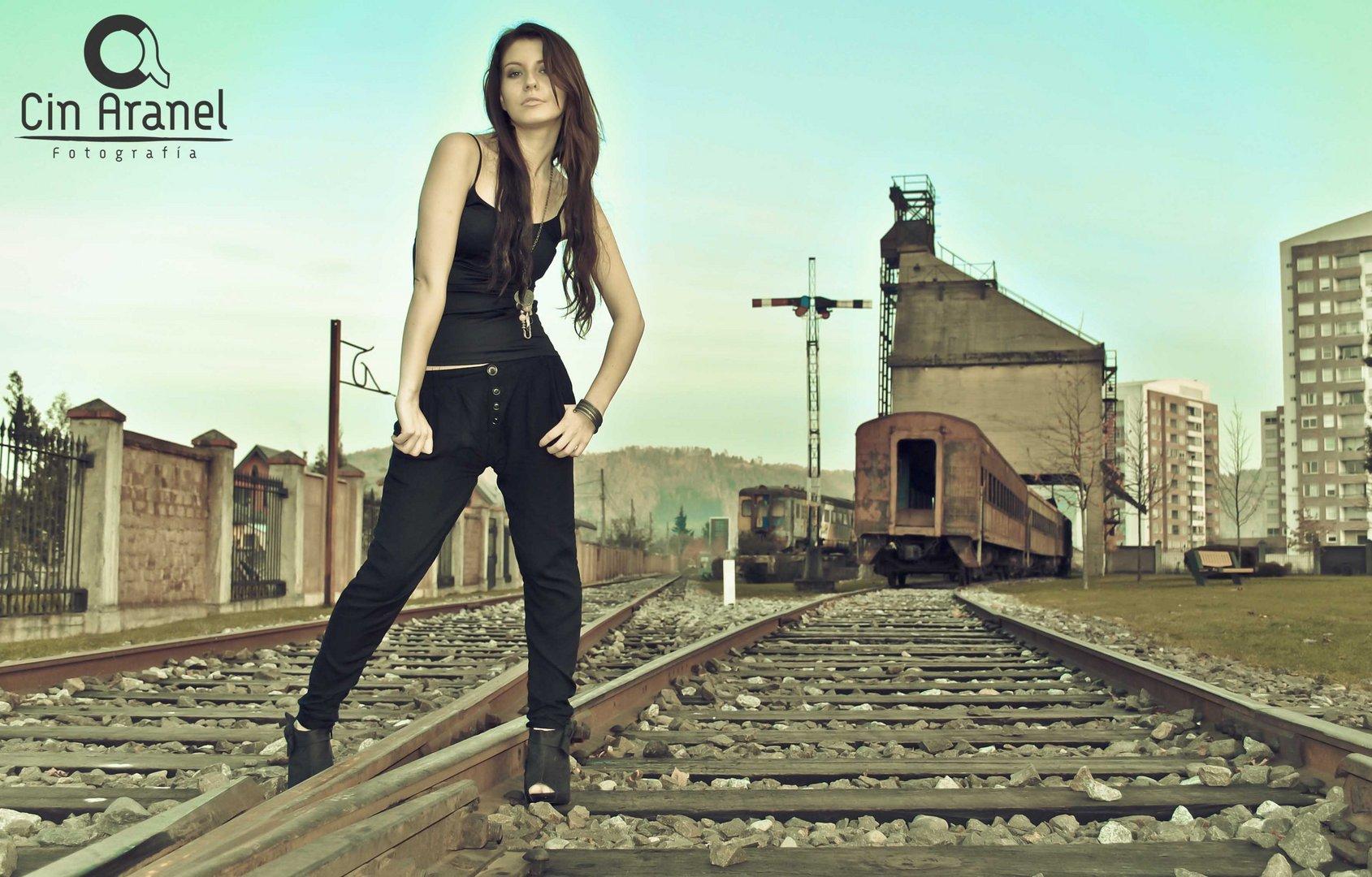 Andrea y las vías