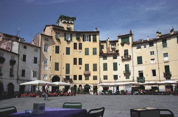 Anfiteatro in Lucca - der schönste Platz auf Erden....