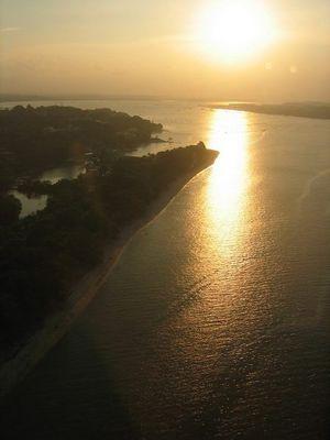 Anflug an Singapur bei Sonnenaufgang