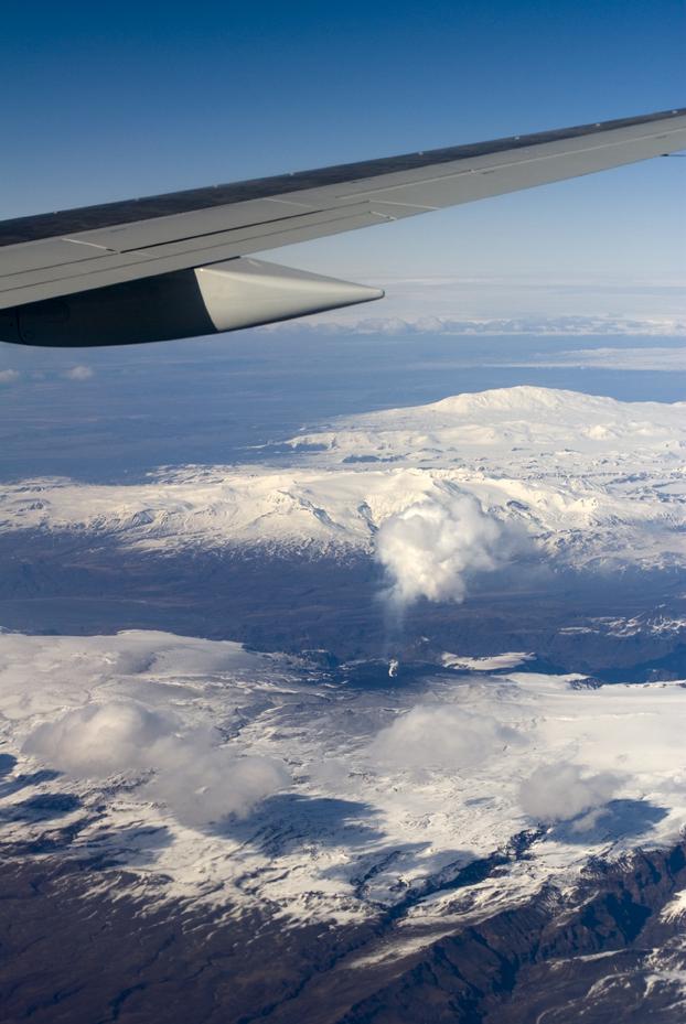 Anflug auf Island mit Blick auf den Vulkan