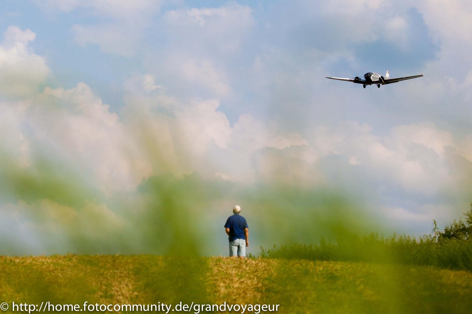 Anflug der JU-52 (HB-HOS) auf die Hahnweide