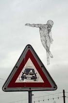 Ange auréolé de haute technologie et qui n'a pas peur des automobilistes