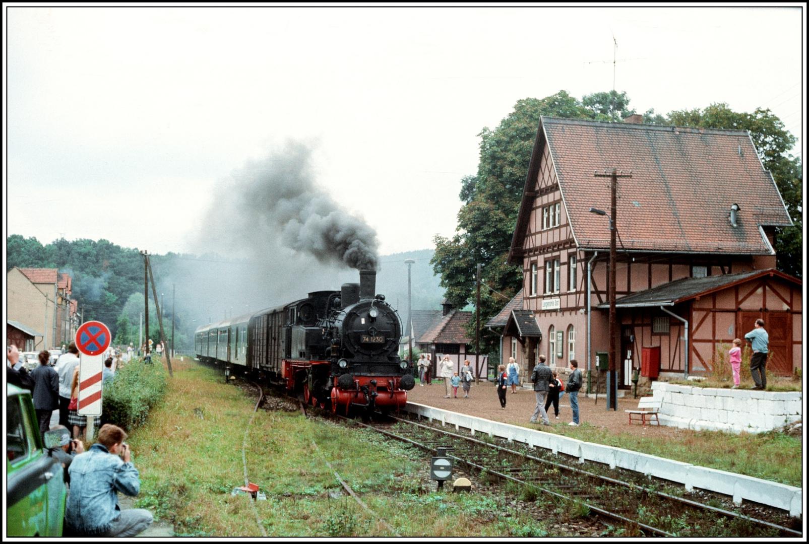 Angekommen die Bimmel in Langenorla Ost vor 25 Jahren 1989 (Bild 3)
