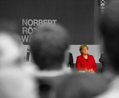 Angela Merkel muß Norbert Röttgen zuhören