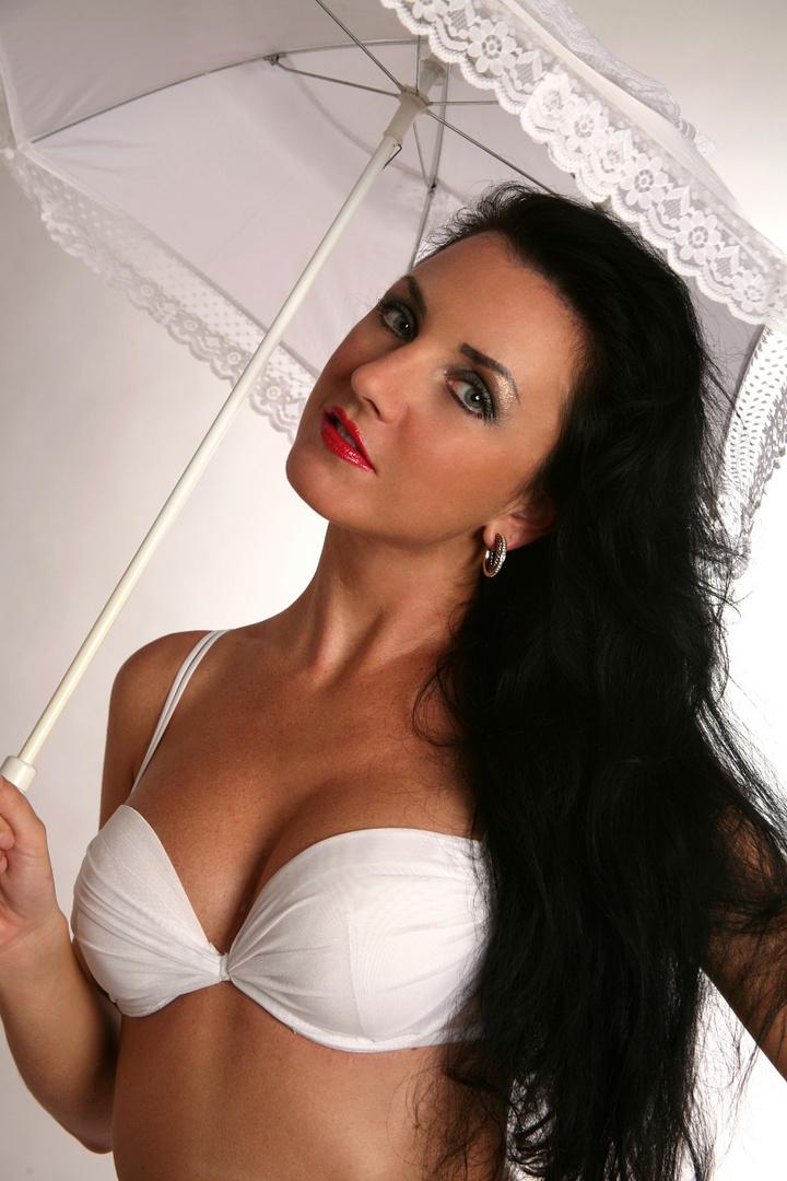 Angelina ... ( 1 )