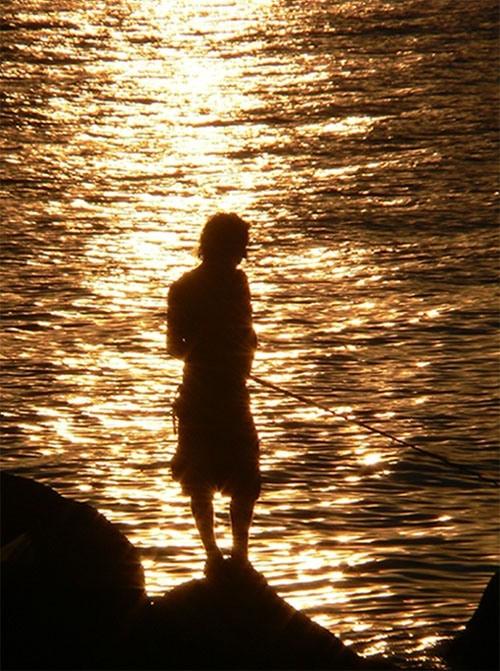 Angeln im Sonnenuntergang