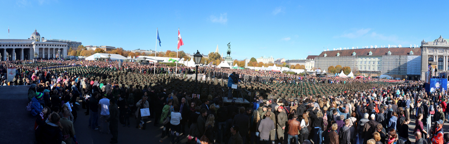 Angelobung der Grundwehrdiener am Heldenplatz in WIEN am Nationalfeiertag 2013