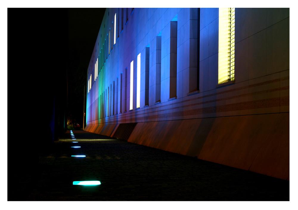 angestrahlte Fassade an der Museumsmeile in Bonn
