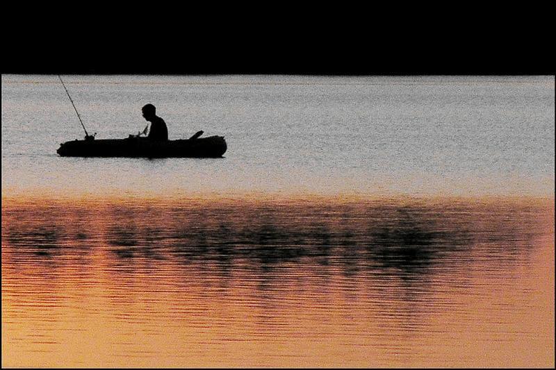 Angler im Abendrot