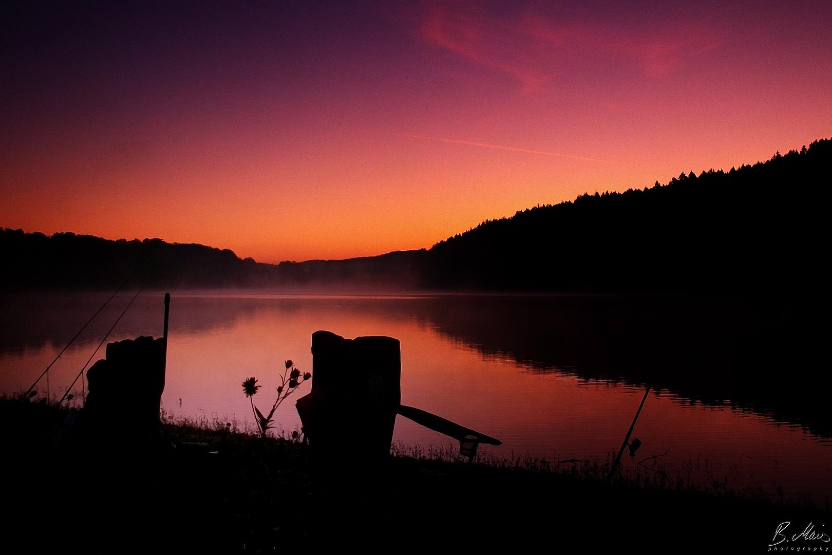 Angler im Morgenrot des Bevertals