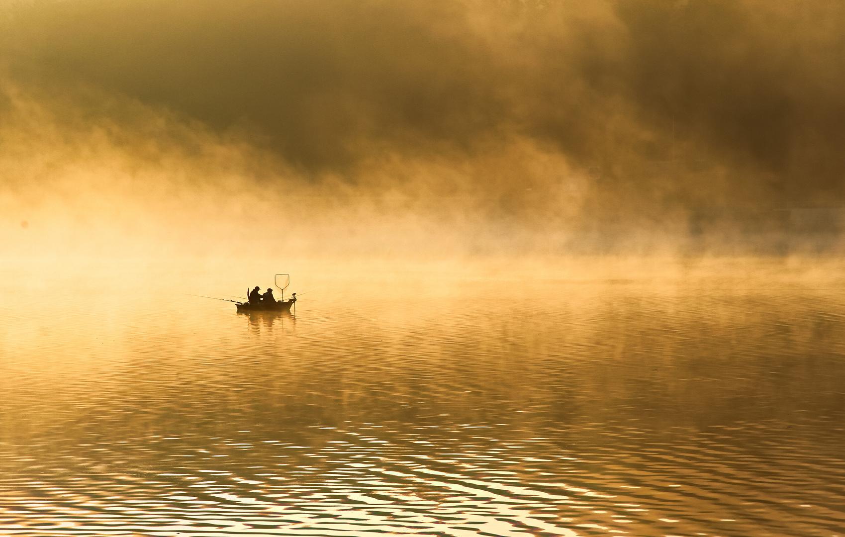 Angler in der Morgensonne